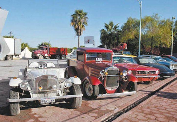 Un lote de autos con las siglas del cártel del Golfo que ahora están bajo resguardo federal. (Sara Escobar/Milenio)