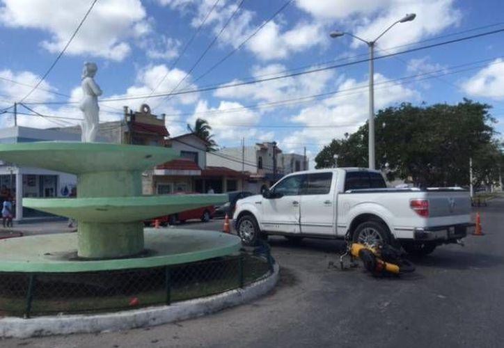 En su huida, los sujetos que dispararon contra el pacotillero Julio Solís Pool chocaron contra una camioneta, lo que permitió la captura de uno de ellos en el acto. (SIPSE/Archivo)