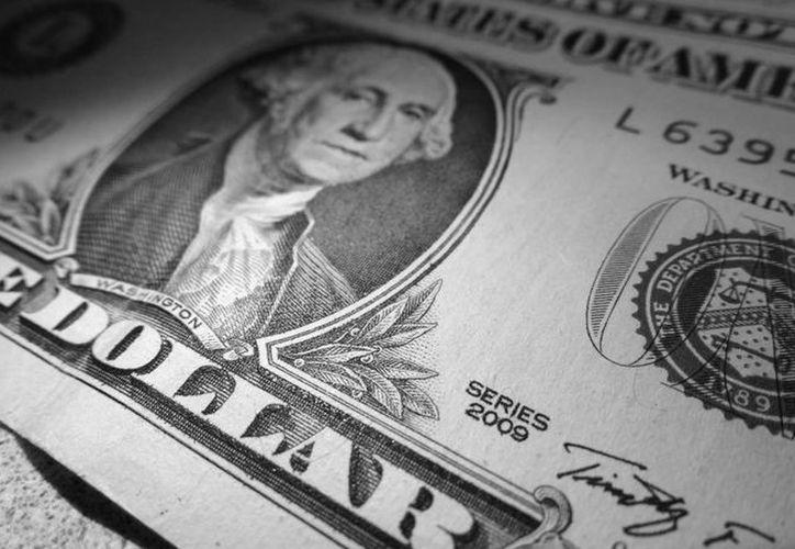 El billete verde se compró en un mínimo de 19.97 pesos. (Christian Coquet/SIPSE.com)