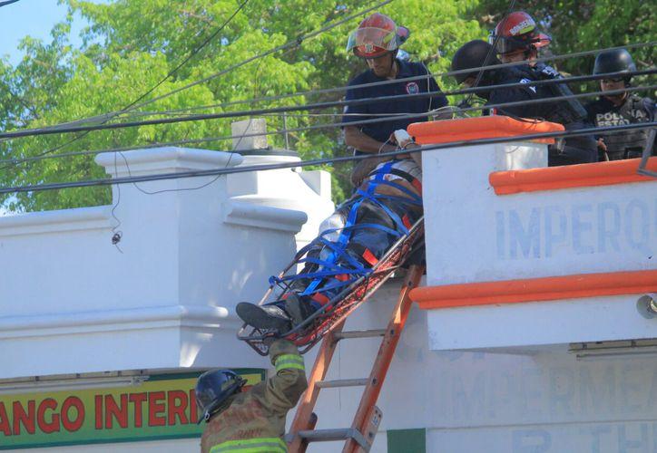 Al sitio llegaron Agentes Ministeriales y Policías Federales para reforzar la seguridad, personal de bomberos y paramédicos. (SIPSE)