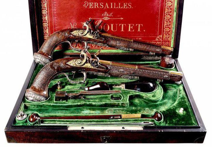 El precio inicial de las pistolas que pertenecieron a Simón Bolívar oscila entre los 1.5 y 2.5 millones de dólares. (AP)
