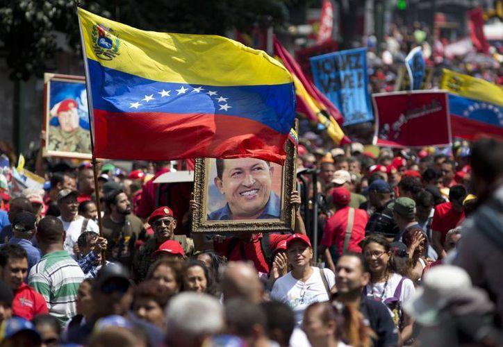 Se cumplieron 24 años del fallido golpe de Estado encabezado por Hugo Chávez. Miles de personas marcharon en Caracas para conmemorarlo. (AP)