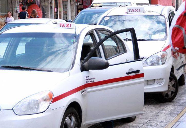 El pasado 27 de septiembre, más de dos mil taxis y colectivos del FUTV y otras 10 agrupaciones realizaron una protesta en contra del servicio de las empresas como Uber y Cabify. (Archivo/SIPSE)