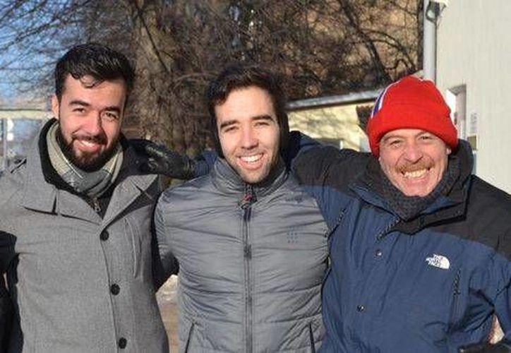 El estudiante mexicano Daniel Reynoso Lesperance, quien fue detenido el 20 de diciembre pasado en Letonia abandonó la prisión central de Riga el viernes pasado, este domingo, Daniel, junto con su hermano Luis Alberto y su padre Luis Alberto, viajan de regreso a la Ciudad de México. (Notimex)