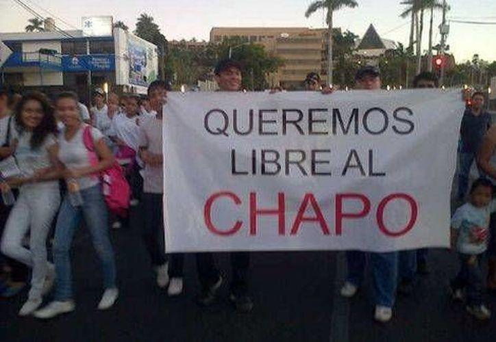 El gobernador de Sinaloa señaló que los organizadores de la manifestación para exigir la liberación de Joaquín <i>El Chapo</i> Guzmán dieron tamales, agua y cerveza a quienes se les unieron. (Milenio)