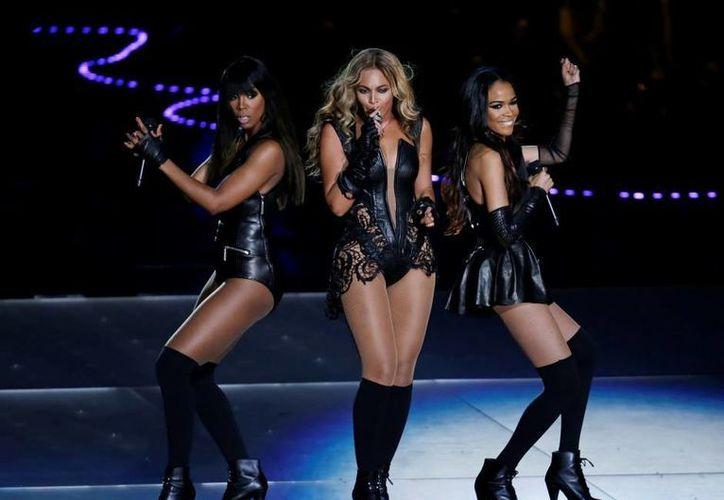 Beyoncé brindó en 2013 uno de los mejores espectáculos vistos en un Super Bowl. Con  impresionantes coreografías acompañadas de su voz y grandes éxitos de su carrera, la cantante dejó marcada esa noche en la cabeza de todos los asistentes al Super Tazón. (Archivo AP)