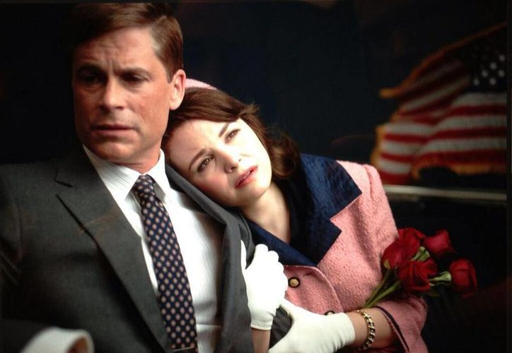 "Rob Lowe y Ginnifer Goodwin en ""Killing Kennedy"". (@RobLowe)"
