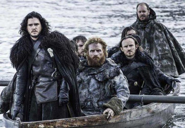 Antes de que arranque la tan esperada sexta temporada de 'Game of Thrones', en marzo saldrán a la venta en blue-ray y DVD los capítulos anteriores que vendrá acompañados por material extra. (Archivo AP)