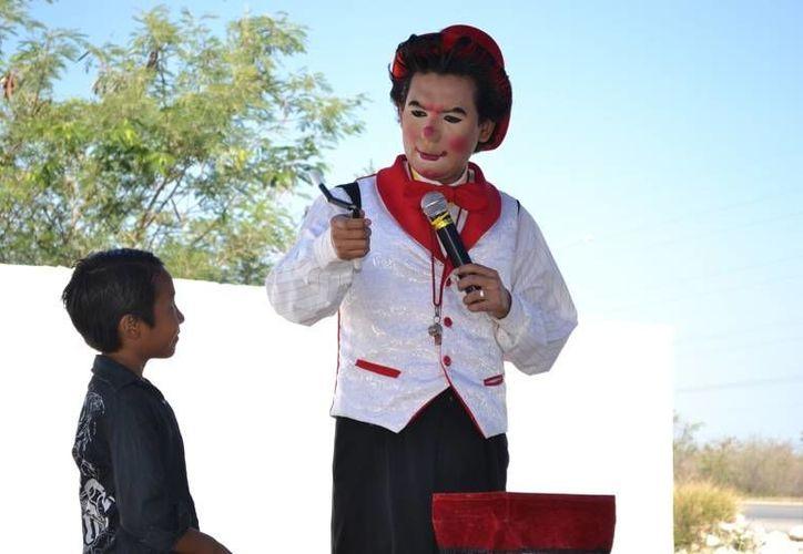 El payaso 'Frankie' participó en la clausura del curso 'Prevenir Jugando' en las vacaciones de Semana Santa y Pascua. (SIPSE)