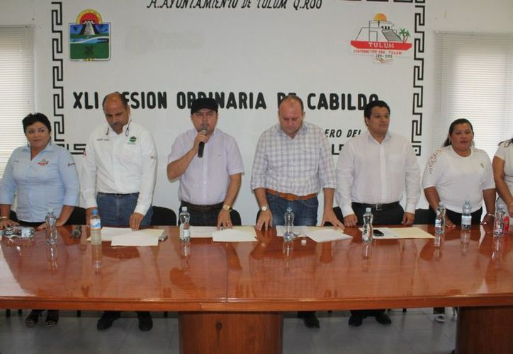 Autoridades del Ayuntamiento durante la Cuadragésima Primera Sesión Ordinaria. (Redacción/SIPSE)
