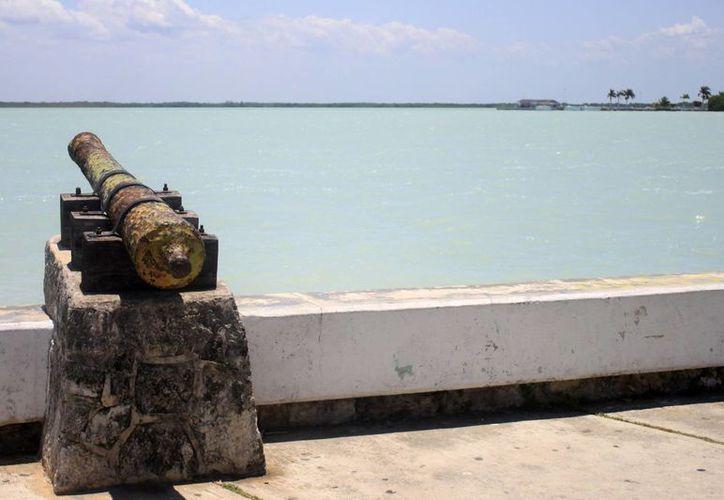 Los cañones tienen características muy similares a los que se encuentran en el fuerte de Bacalar. (Harold Alcocer/SIPSE)