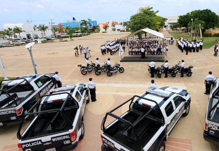 A través de gestiones del Ayuntamiento se han adquirido nuevos uniformes, vehículos, patrullas y armamento. (Cortesía/SIPSE)