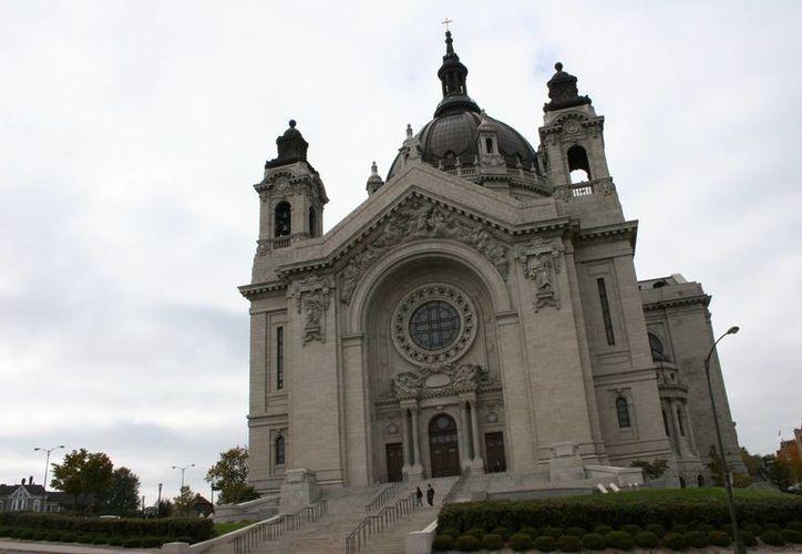 Un exsacerdote de la iglesia del Sagrado Sacramento en St. Paul, en Minneapolis, se declaró culpable de abuso contra dos menores de edad. La imagen cumple funciones estrictamente referenciales. (mnprairieroots.com)