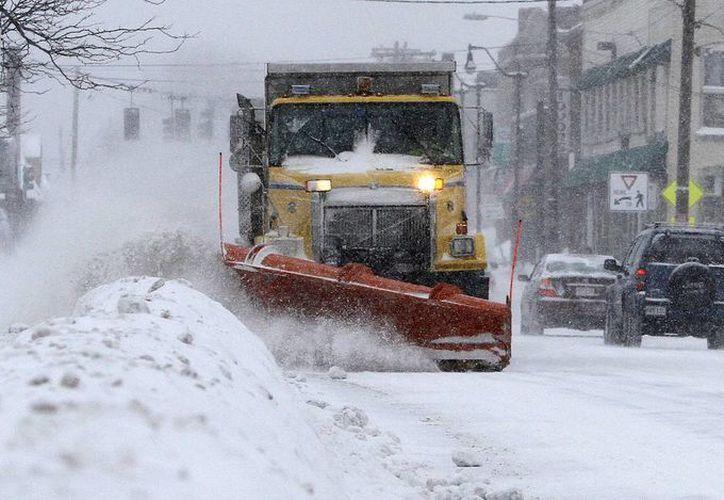 El servicio meteorológico AccuWeather proyecta caída de 15 y 30 cm para Nueva York, Nueva Jersey, Pensilvania, Connecticut y Massachusetts, a donde corresponde esta imagen. (AP)