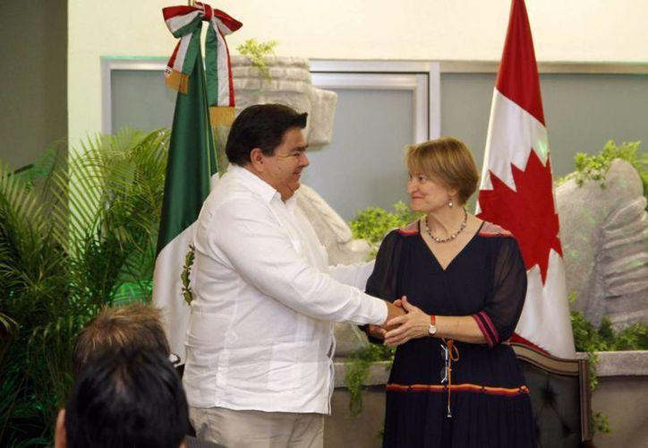 La diplomática canadiense verificará en el municipio de Teabo los avances de un proyecto de cooperación en materia de desarrollo económico. (Cortesía)