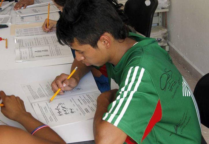 Según la SEP se prevé certificar a un millón y medio de personas este año, un millón de secundaria y 500 mil en primaria. (Archivo/SIPSE)