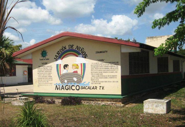 """Padres de familia piden cancelar el programa Escuela de Tiempo Completo en el preescolar """"Mundo Mágico"""" de Bacalar. (Javier Ortiz/SIPSE)"""