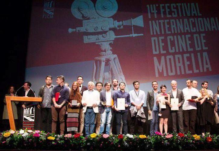 Imagen de la ceremonia de premiación del FICM. 'El Vigilante' fue galardonada como el Mejor Largometraje Mexicano.(@FICM)