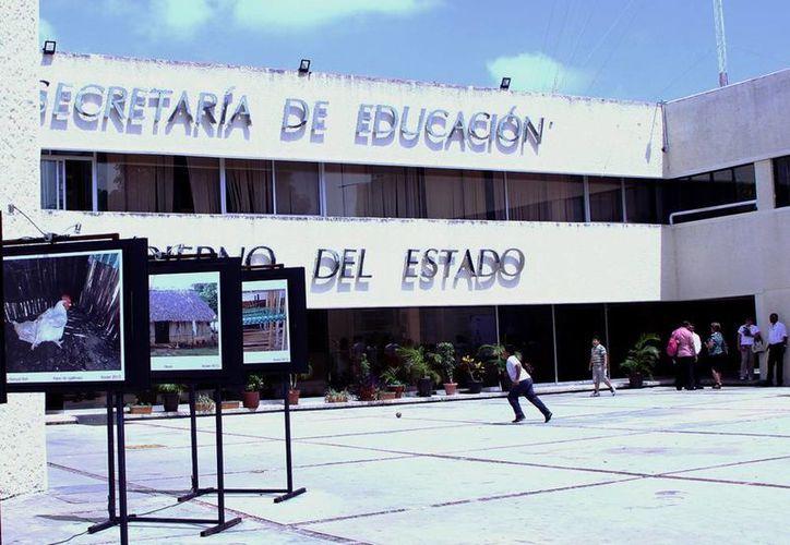 Instalaciones de la SEE donde se publicaron la lista de docentes admitidos para enseñar en el sistema de bachillerato en línea. (Milenio Novedades)