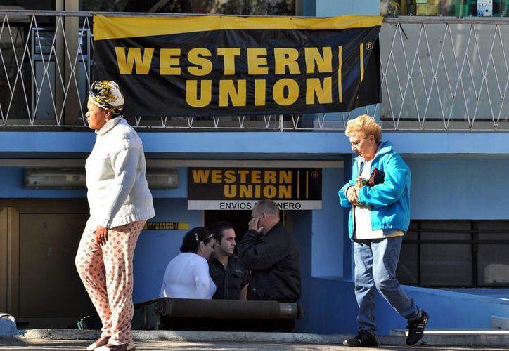 Western Union ya tiene un servicio de envío de remesas a Cuba desde Estados Unidos, para lo cual cuenta con más de 490 locales de agentes en cada una de las 16 provincias y 168 municipios del país. (EFE/Archivo)