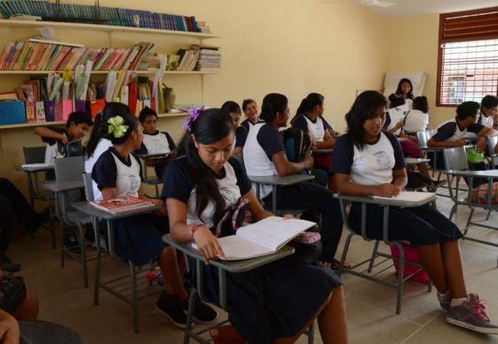 El próximo lunes, los más de 300 mil estudiantes de nivel básico comenzarán el ciclo escolar 2015-2016. (Gerardo Amaro/SIPSE)