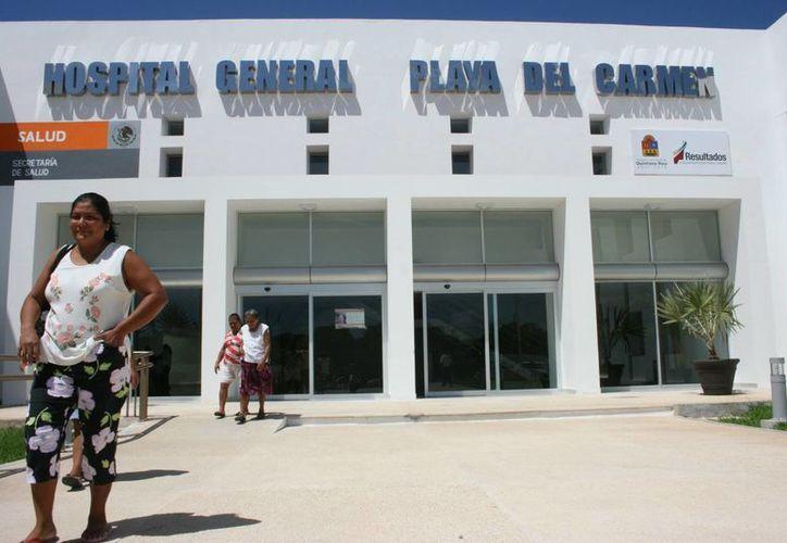 El director del Hospital General pide a la ciudadanía mantener sus casas libres de criaderos del mosco. (Adrián Barreto/SIPSE)
