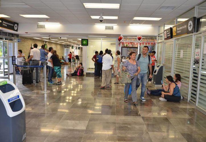 Del total de pasajeros que arriban a Chetumal vía aérea, el 35% son visitantes en la temporada baja. (Gerardo Amaro/SIPSE)