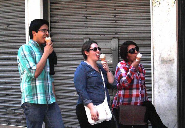 Ante el intenso calor en Reynosa recomiendan utilizar manga larga, gorras e hidratarse por medios seguros. (Notimex/Foto de contexto)