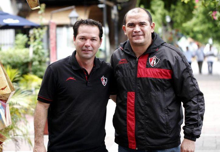 """Rodolfo """"Fatty"""" Navarro (i), coordinador adjunto del Atlas, y el yucateco Miguel Salcedo, quien estará a cargo de la escuela en Mérida. (SIPSE)"""