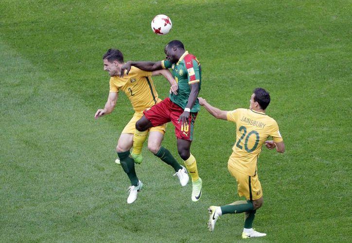 El empate final permite a ambos equipos sumar su primer punto en el torneo. (Foto:AP)