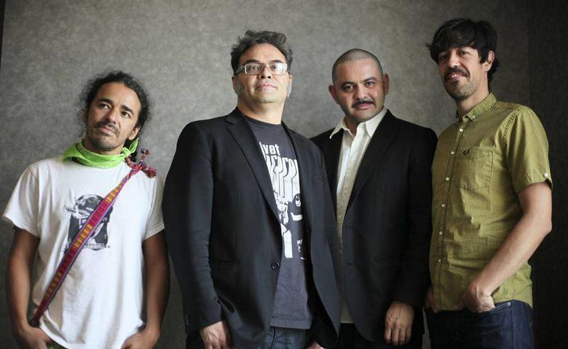 """Los tacvbos acercaron a miles de jóvenes a la obra de Pacheco a través de su canción """"Las batallas"""", escrita por el bajista Enrique Rangel en 1987. (Agencias)"""