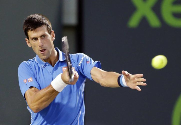 Novak Djokovic, quien eliminó a David Ferrer, se topará en semifinales del Abierto de Miami con el estadounidense John Isner. (Foto: AP)