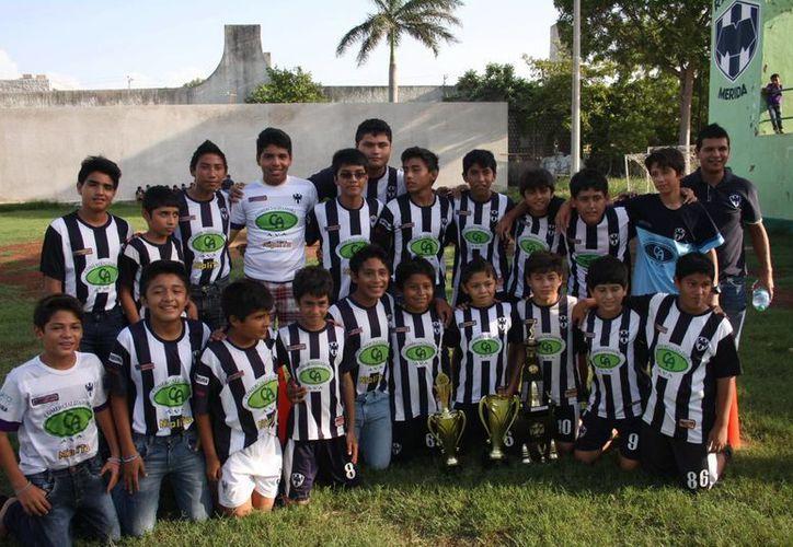 Infantil Mayor ocupó tercer lugar en la Copa Rayados Mérida. (Milenio Novedades)