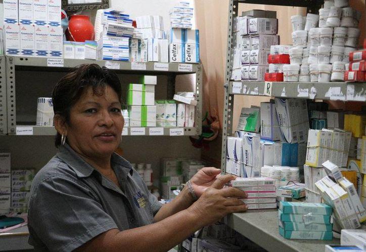 Ni el IMSS, Issste ni el Seguro Popular han retirado medicamentos de su cuadro básico de atención. (SIPSE)