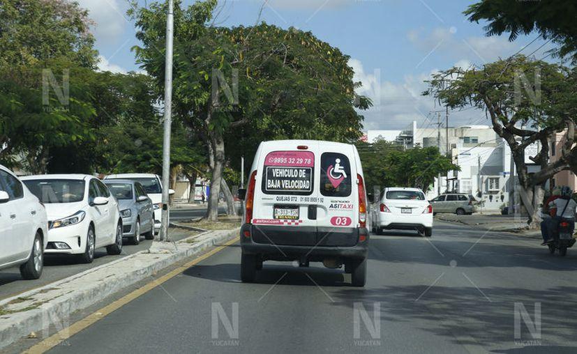 Mediante el servicio, se transporta a los beneficiarios a sus tratamientos y citas médicas. (José Acosta/Novedades Yucatán)
