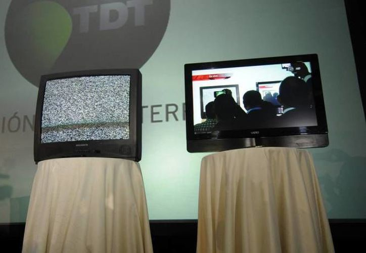 La Secretaría de Comunicaciones y Transportes informó que ha completado ya la cifra de siete millones de televisores digitales entregados a familias de escasos recursos en el país, esto de cara completar el rograma Televisión Digital Terrestre .(Archivo Notimex)