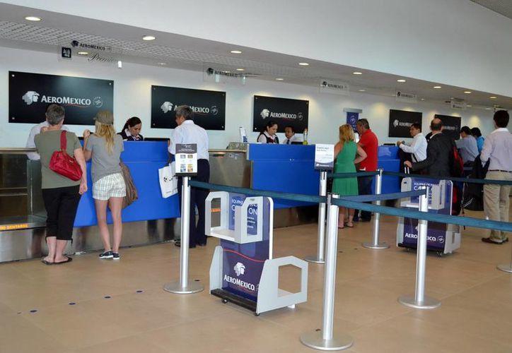 En los días de temporada baja el aeropuerto mueve unos tres mil 200 pasajeros por día. (Milenio Novedades)