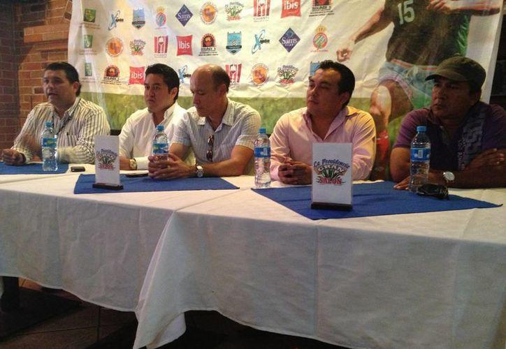 Missael Espinoza invitó a los jóvenes de 6 a 18 años a participar en sus actividades. (Ángel Mazariego/SIPSE)