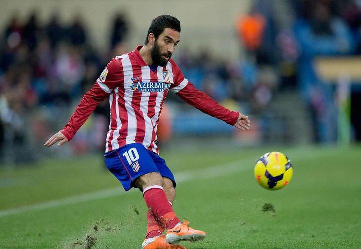 Arda Turan, quien ha tenido un gran desempeño con Atlético de Madrid, llega al Barcelona. (independent.co.uk)