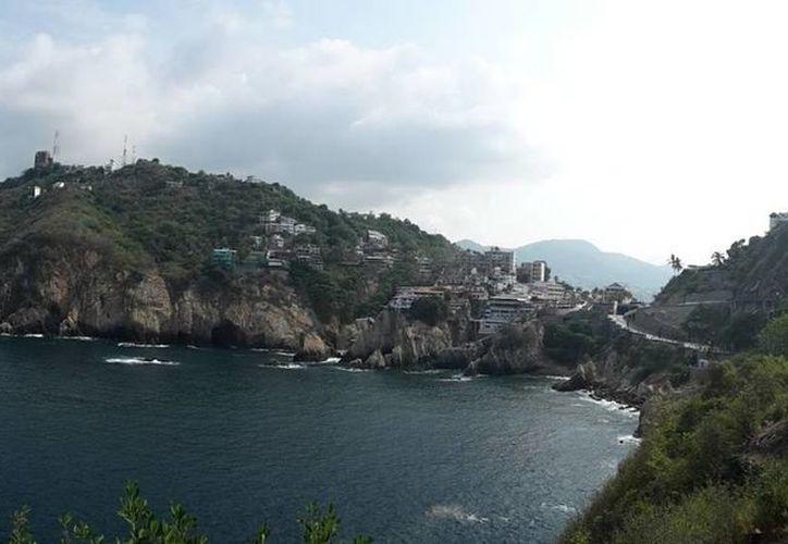 Por querer tomarse una selfie en el acantilado 'Sinfonía del Mar' perdió la vida. Imagen de La Quebrada, en Acapulco. (Google Maps)