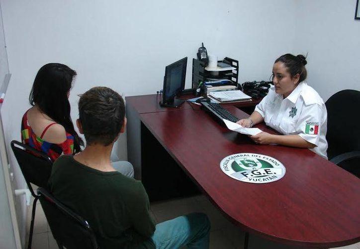 La jovencita del DF y su novio, también menor de edad, fueron trasladados a las instalaciones de la Fiscalía General del Estado. (SIPSE)