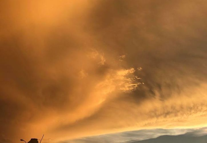 El Polvo del Sahara provoca cambios en los tonos del cielo, los cuales se puede observar sobre todo durante el atardecer. (Metereología Yucatán)