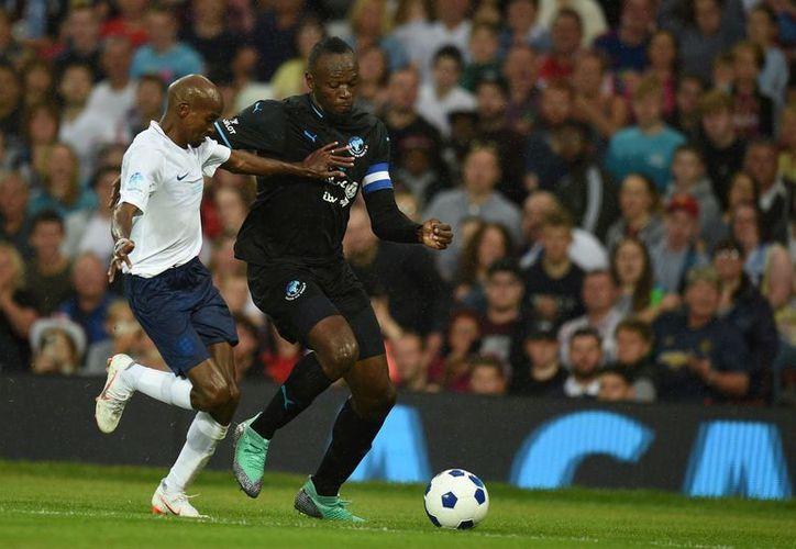 Bolt jugó en un amistoso del Stromsgodset contra la selección Sub 19 de Noruega. (AFP)
