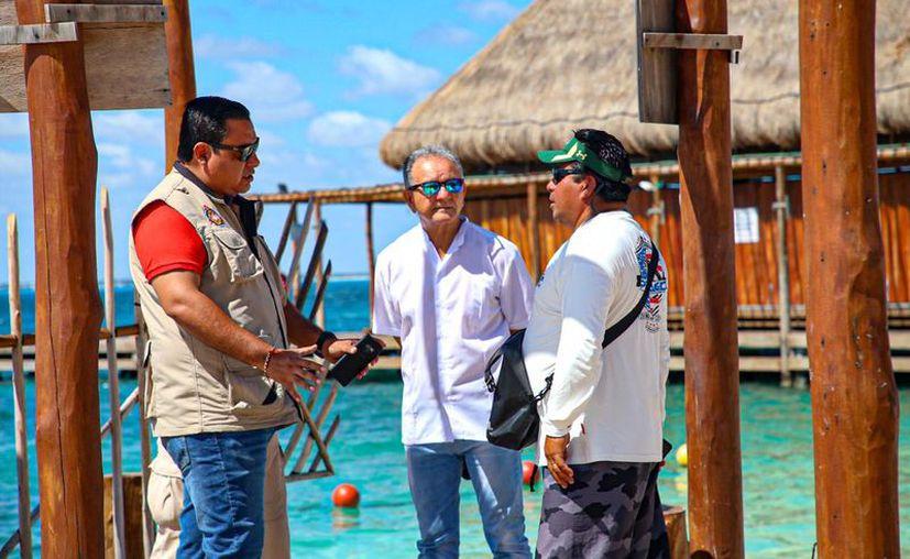 Las autoridades municipales prohibieron el atraque de lanchas con turistas en la isla. (Cortesía)