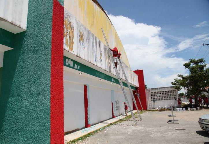 """Han concluido las obras de rehabilitación del gimnasio de usos múltiples """"Nohoch Suku'un"""". (Redacción/SIPSE)"""