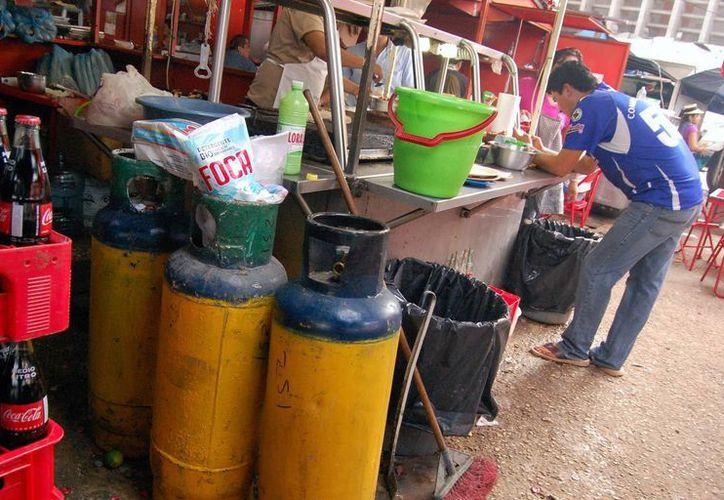 El precio del gas LP bajará en las próximas semanas aproximadamente 1 peso con 28 centavos por kilogramo, indicó la Secretaría de Hacienda y Crédito Público. (Archivo/SIPSE)