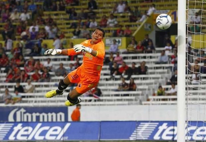 Melitón Hernández tendrá este martes ante Paraguay la oportunidad de su vida como portero, con la Selección Mexicana. (pozarica.net)