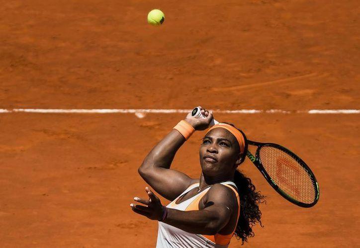 Serena Williams, campeona olímpica e invicta en lo que va del año, avanzó a semifinales del Abierto de Madrid tras eliminar a la ibérica Carla Suárez. (Foto: AP)