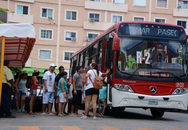 Los camiones de la Ruta 2 tendrían dos paraderos en el Mercado 28 de Cancún. (Archivo/SIPSE)