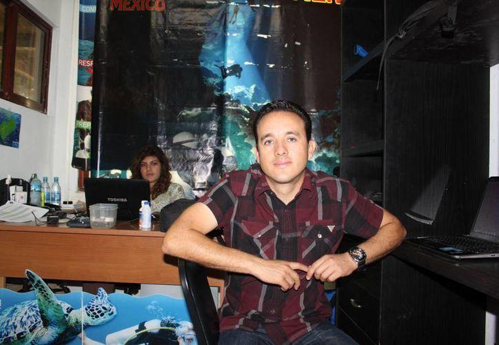 Mauricio Hoyos Padilla, doctor especialista en estudio de tiburones. (Adrián Barreto/SIPSE)